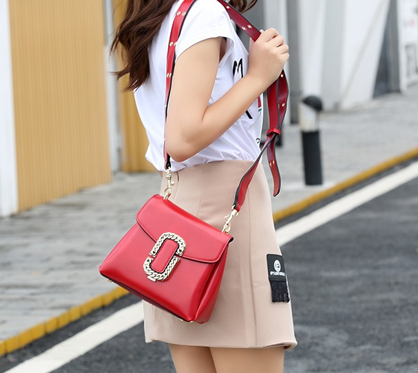 Wide-strap Shoulder Messenger Bag
